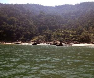 Praia com 856m de extensão, é bem frequentada por surfistas pois possui mar agitado, por isso é uma praia para os banhistas relaxarem no rasinho.